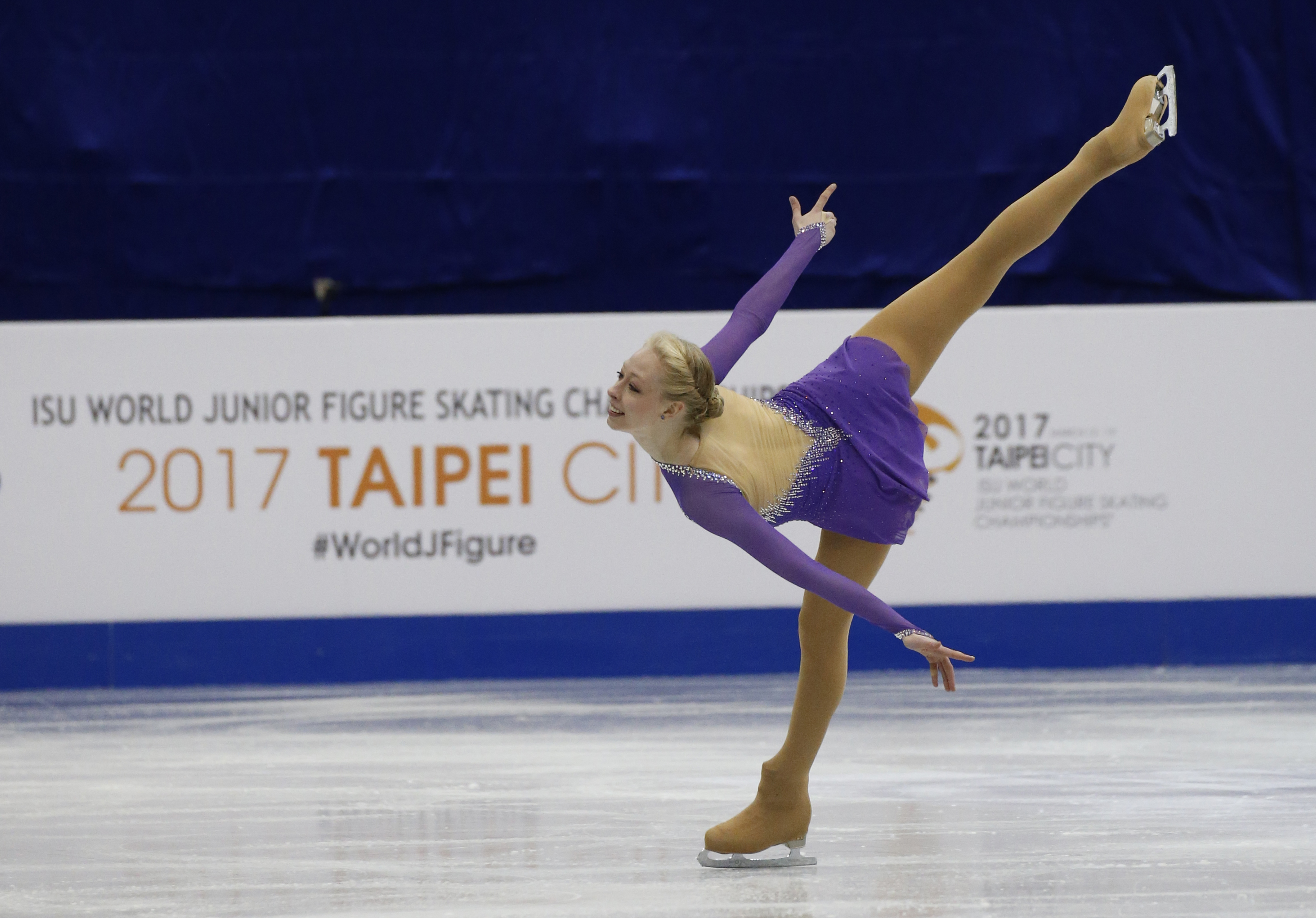 Bradie Tennell performs a spiral during the 2017 World Junior Figure Skating Championships in Taipei City, Taiwan.