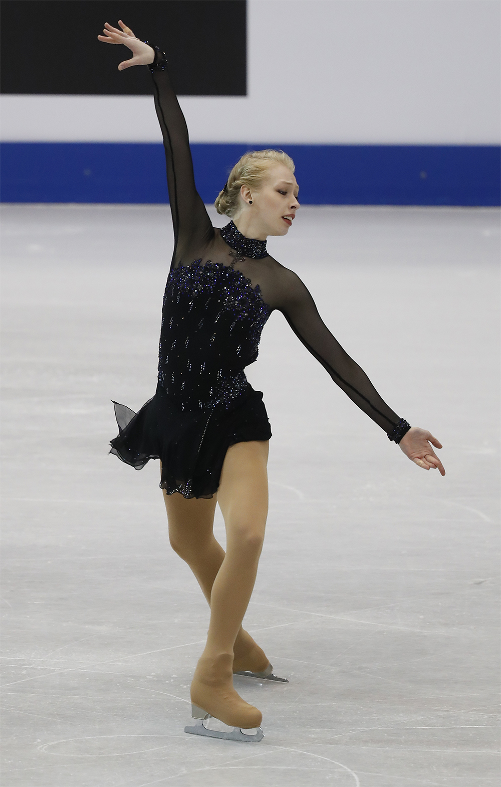 Bradie Tennell performs an ina bauer in competition.